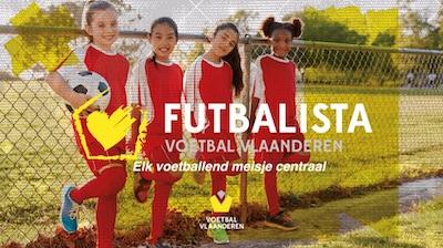 Vier meisjes in voetbaluitrusting